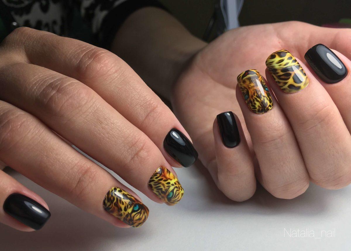 Маникюр в черном цвете с леопардом