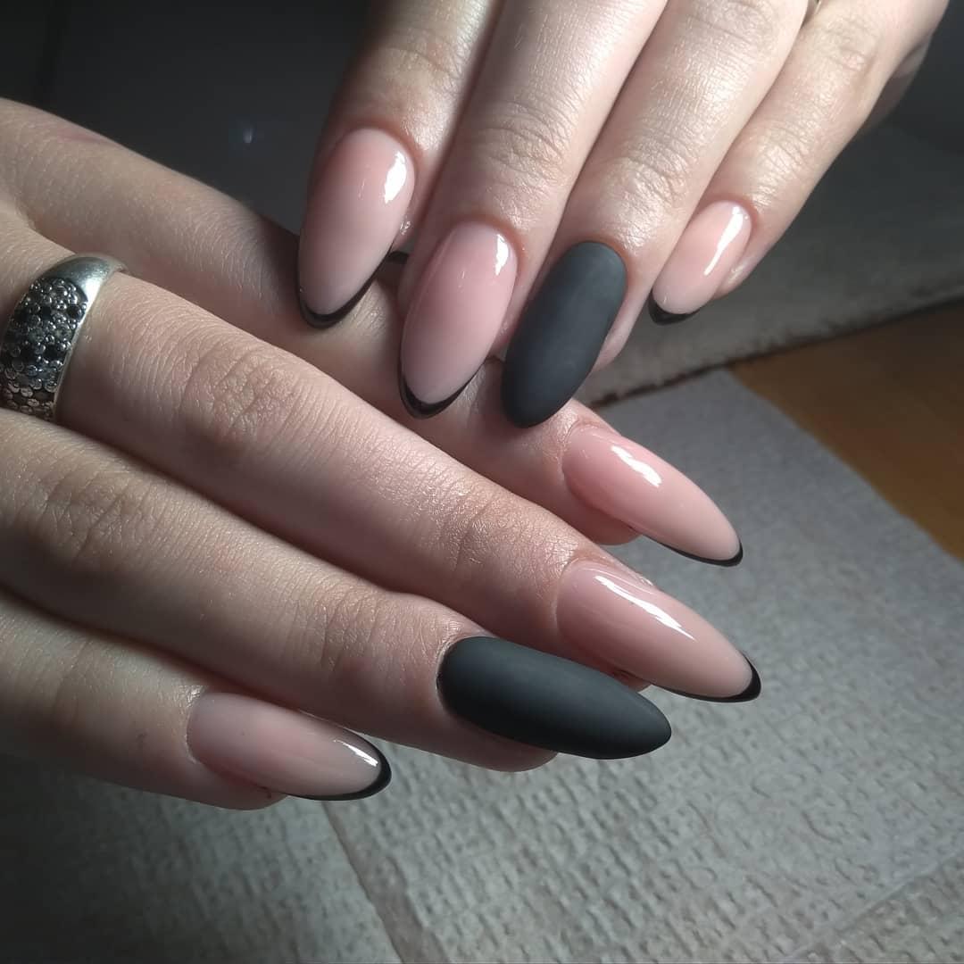 Черный френч на длинных ногтях фото