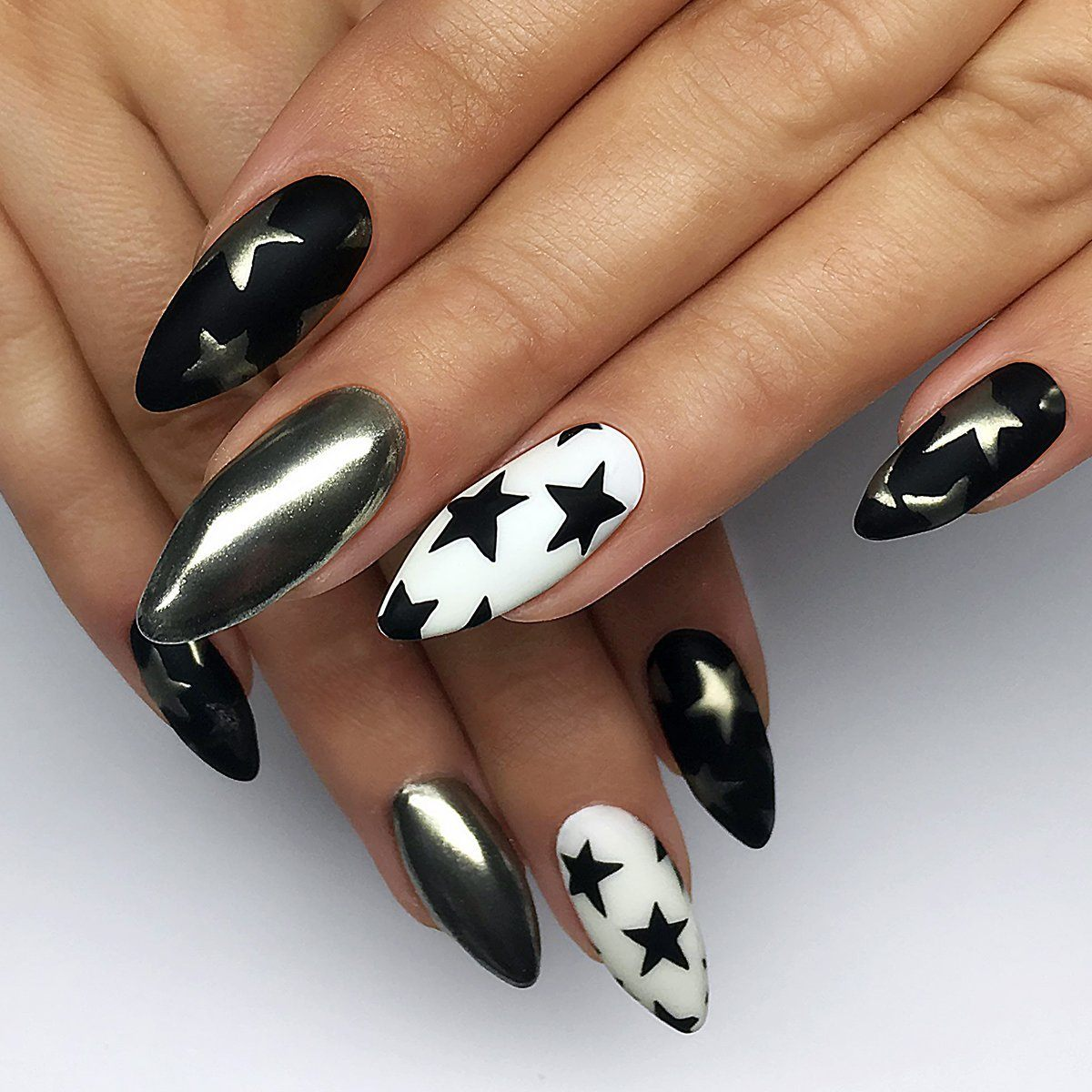 черно белый рисунок на ногтях фото стоит создавать