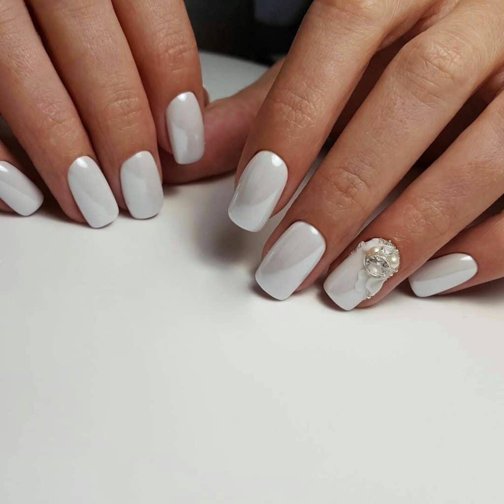 Эстетичный, стильный и практичный – нежный маникюр на коротких ногтях 2020