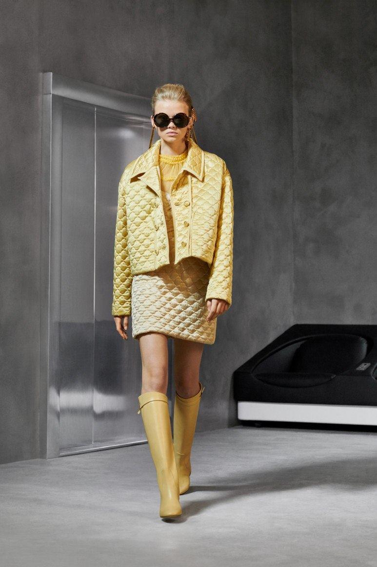 Стильные модели женских курток весны-2020: трендовые идеи и новшества сезона