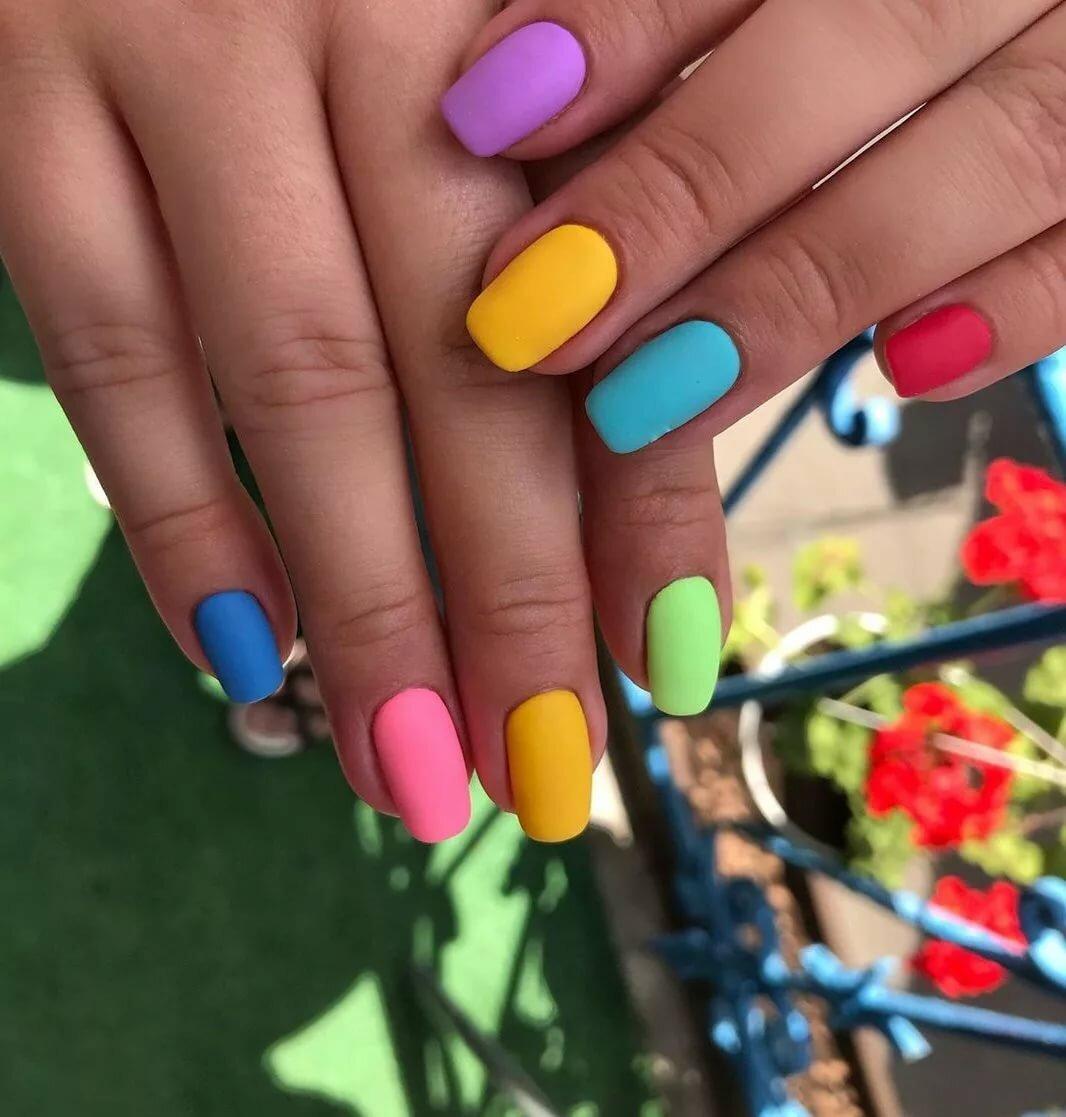 Фразы про ногти в картинках моде черные