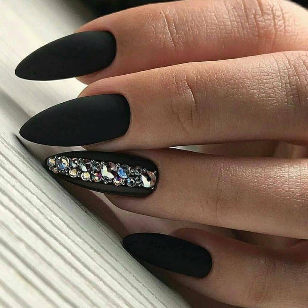 Ногти черные дизайн фото миндаль