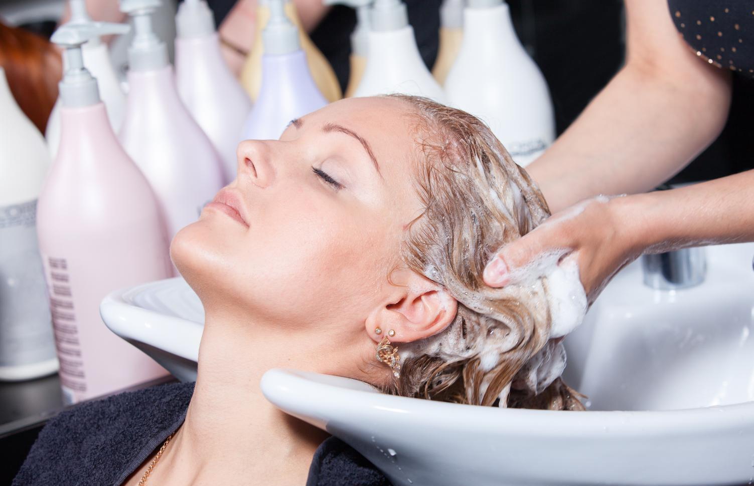 Лунный календарь стрижек на 2021 год: Благоприятные и неблагоприятные дни для парикмахерских манипуляций