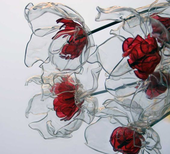 Цветы из пластиковых прозрачных бутылок