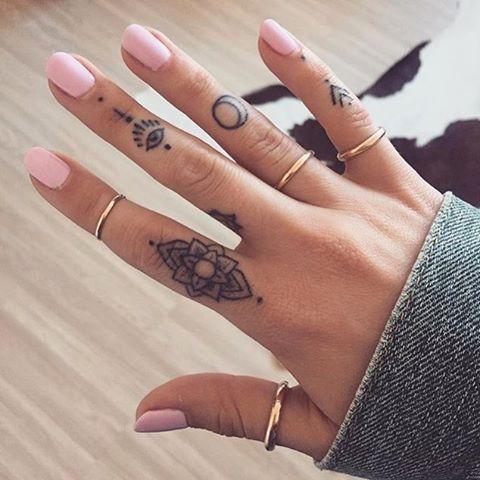 Фото тату на пальцах у девушек