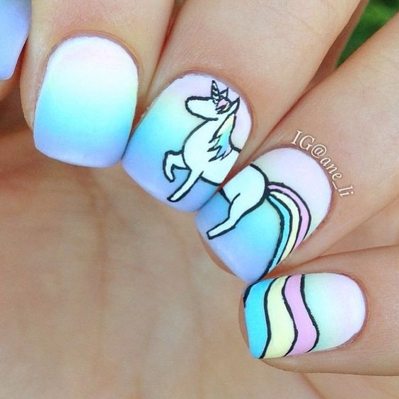 Нарисовать единорога на ногтях