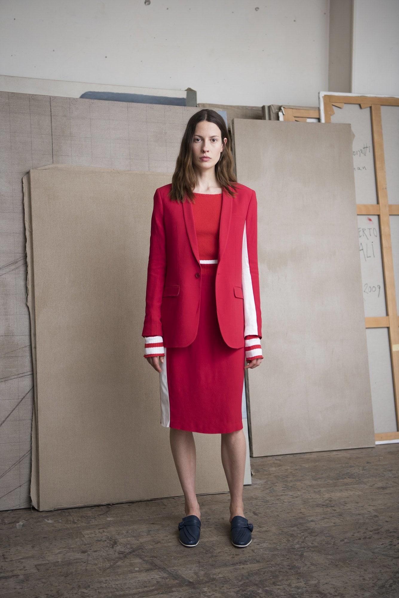Модные женские костюмы с юбкой 2017
