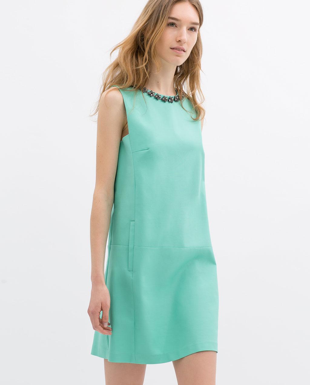 Прямое летнее платье без рукавов
