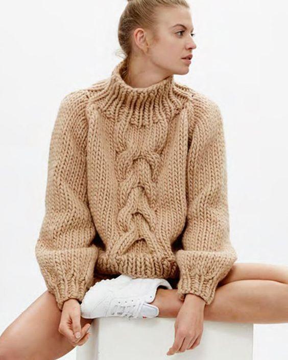 Вязание спицами для девушек модные модели 2018 года с описанием на зиму 21