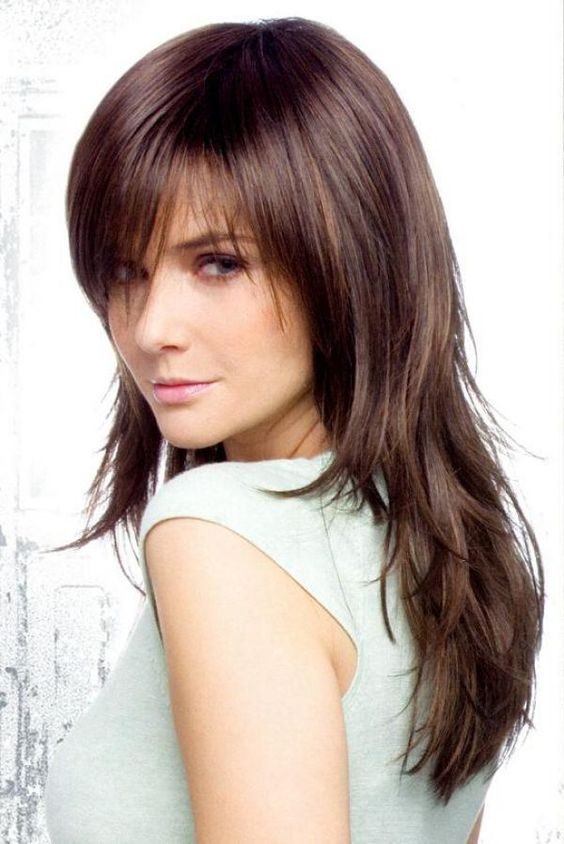 Фото стрижки рапсодия на средние волосы с челкой
