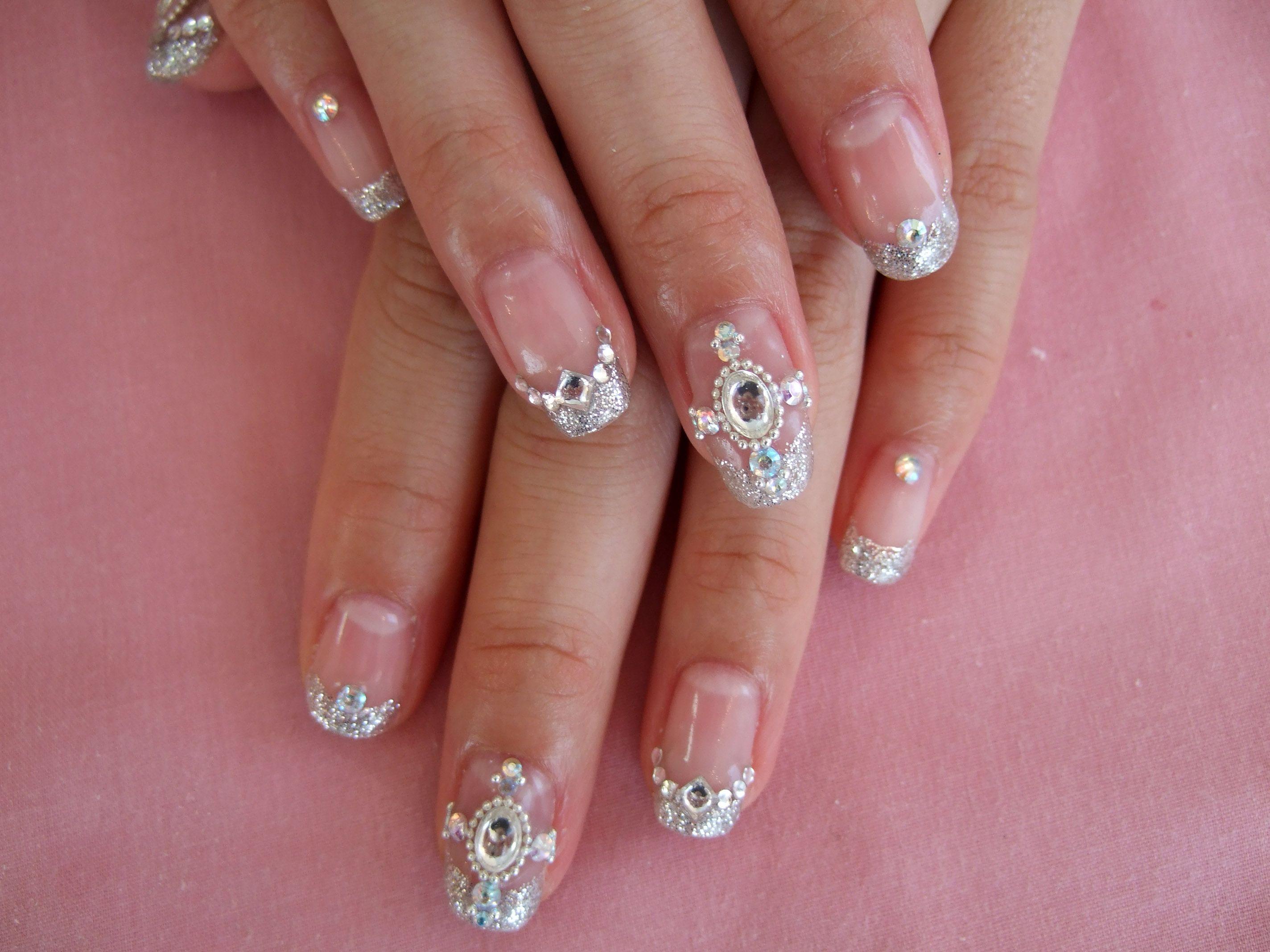 Дизайн ногтей самый красивый стразами фото