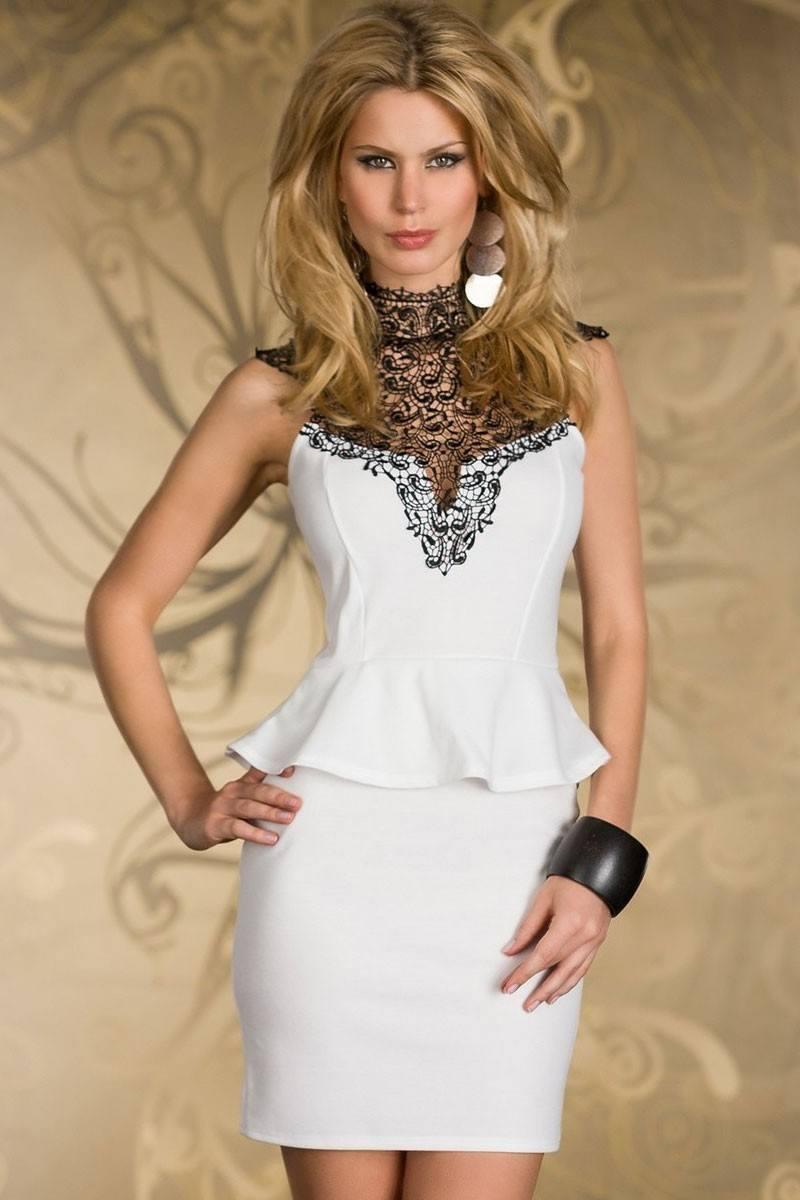 Фото платья с отделкой кружевом