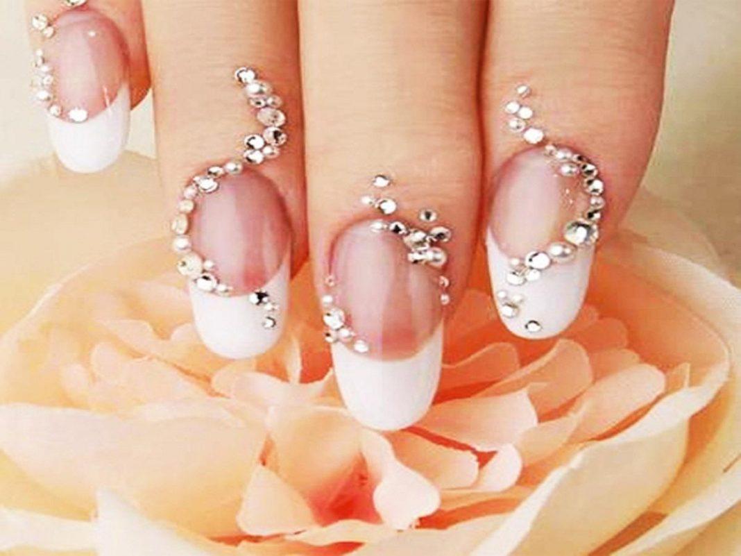 Свадебный дизайн ногтей со стразами новинки