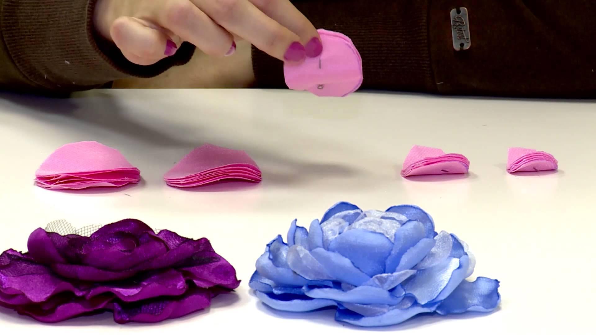 Как сделать своими руками цветочки из ткани 16