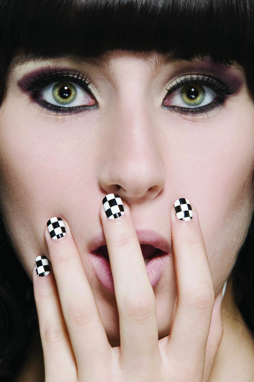Шахматный рисунок на ногтях фото