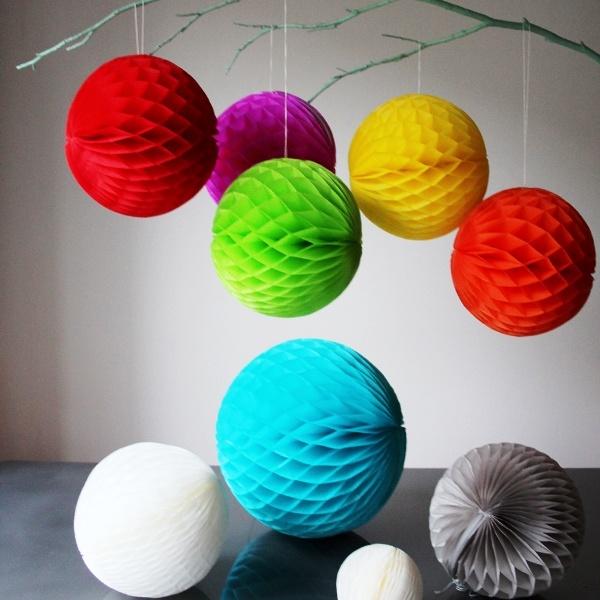 Как сделать новогодние объемные шары из бумаги своими руками 51