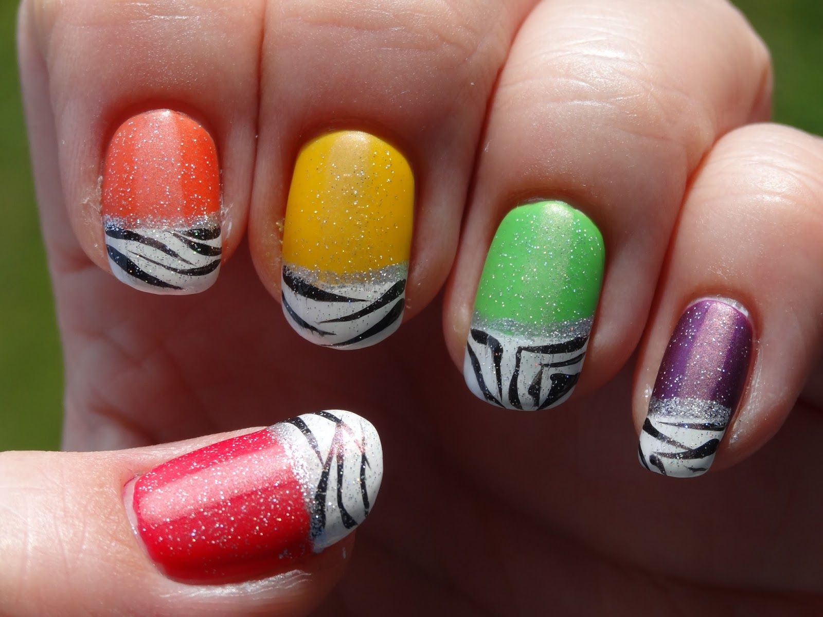 Как сделать маникюр разными цветами