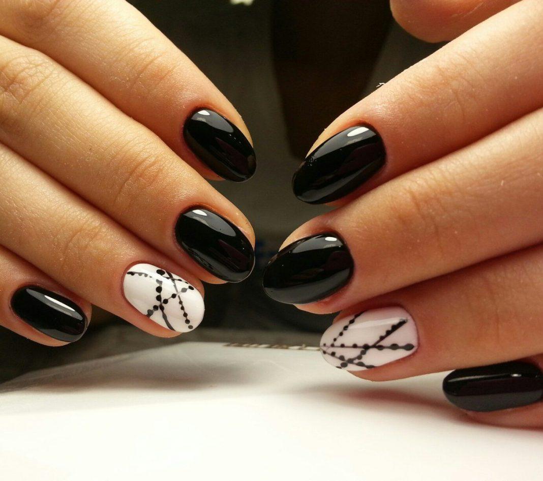 Гелевые ногти с черным дизайном фото