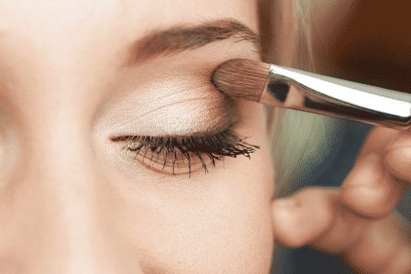 How to use eye makeup