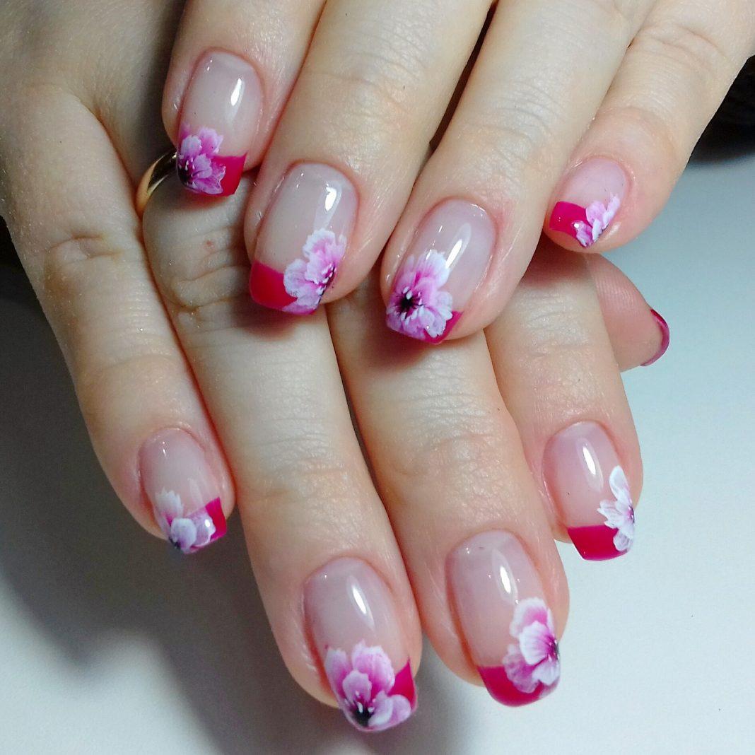 Фото розовых ногтей с френчем