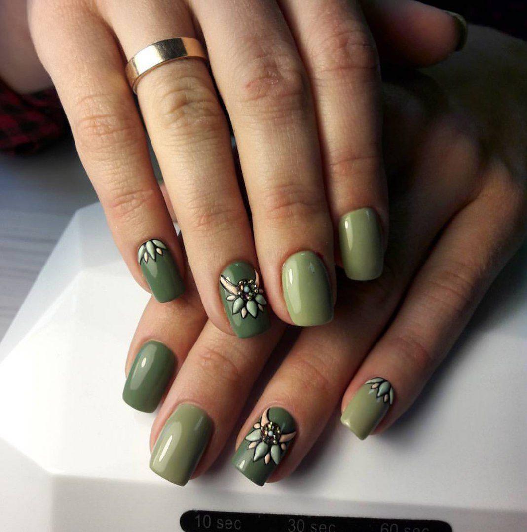 С чем носить зеленое платье (обувь, сумки, украшения) Платье болотного цвета какой маникюр