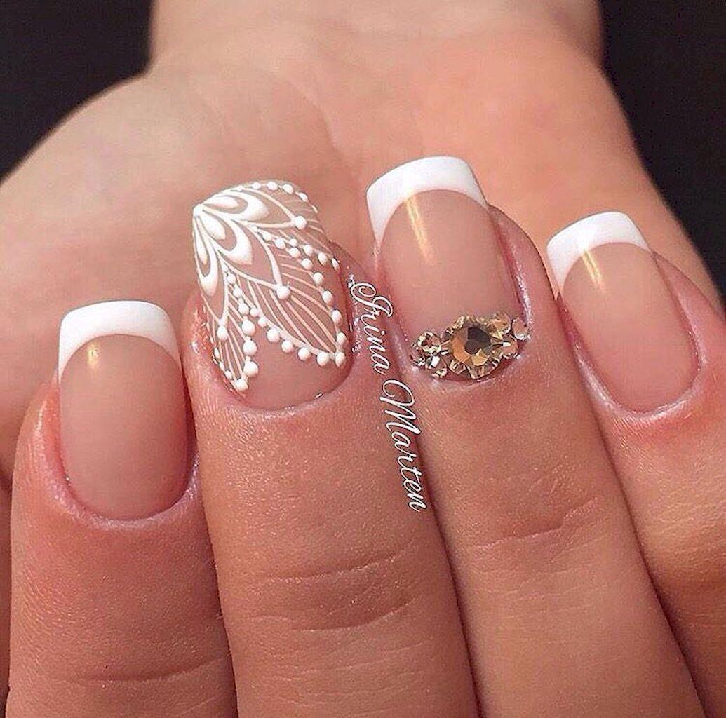 Белый френч на ногтях с рисунком на двух пальцах