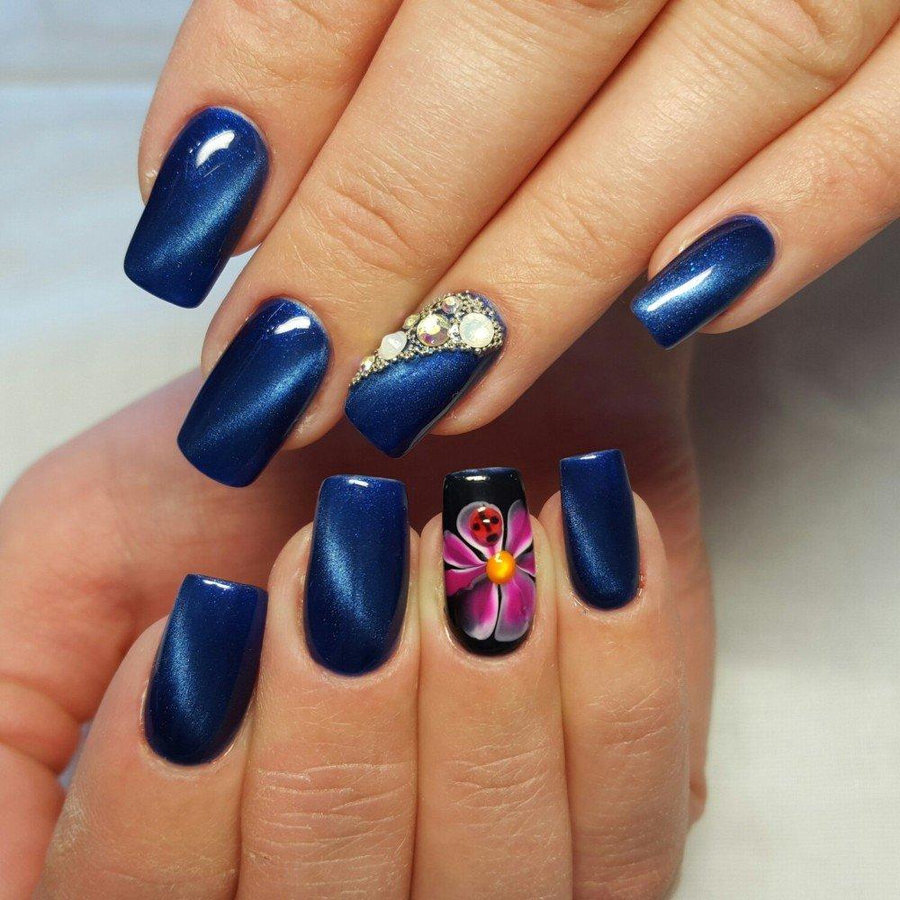 Синий маникюр на маленькие ногти