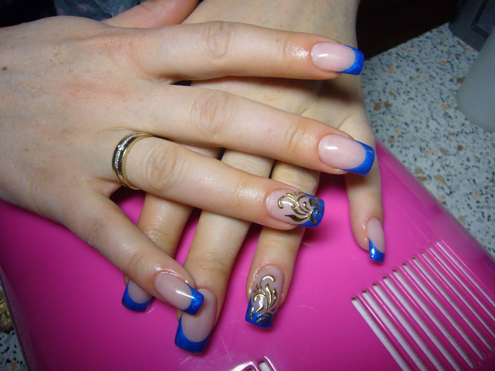 Фото нарощенных ногтей френч синего цвета