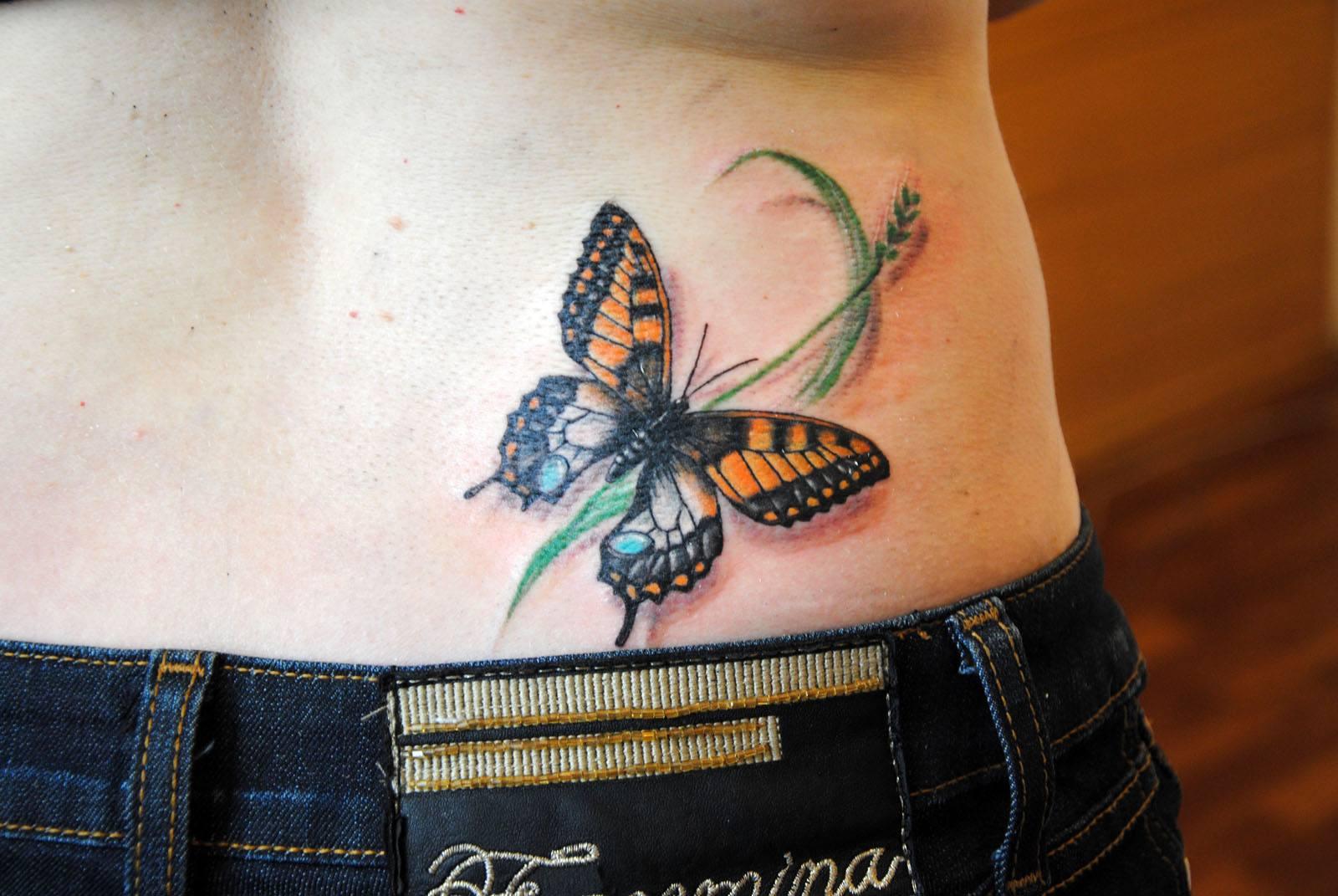 Тату на пояснице для девушек фото бабочка