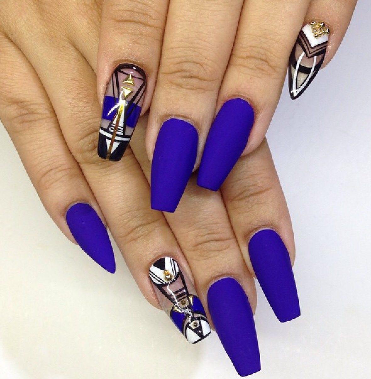 Яркий маникюр на длинные ногти. фото