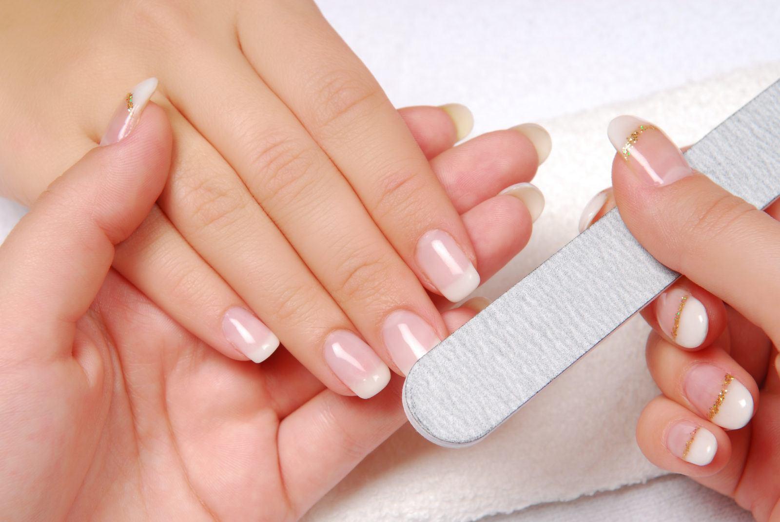 Обрезной маникюр на проблемных ногтях